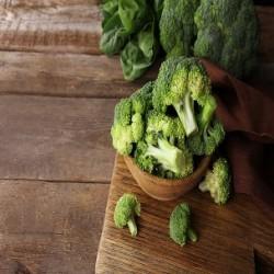 Calabrese Broccoli (Brassica rapa)